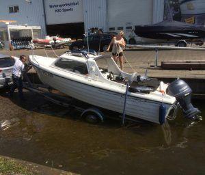 Traileren: Met de boot de weg op!   Motorboot.com